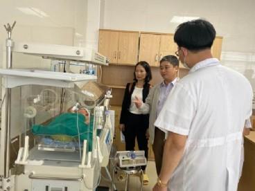 triển khai một loạt kỹ thuật chuyên sâu cấp cứu nhi và sơ sinh tại trung tâm y tế huyện hạ hòa tỉnh phú thọ