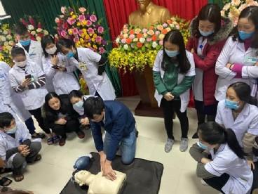 Cập nhật kỹ thuật Cấp cứu Ngừng tuần hoàn và Phản vệ cho các bác sĩ điều dưỡng Bệnh viện đa khoa thị xã Kỳ Anh, Hà Tĩnh